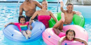 Rukávky vaše dítě nezachrání, i s nimi se mohou potopit